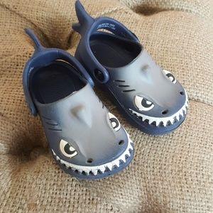 Other - Billito Size 5 Shark Sandals
